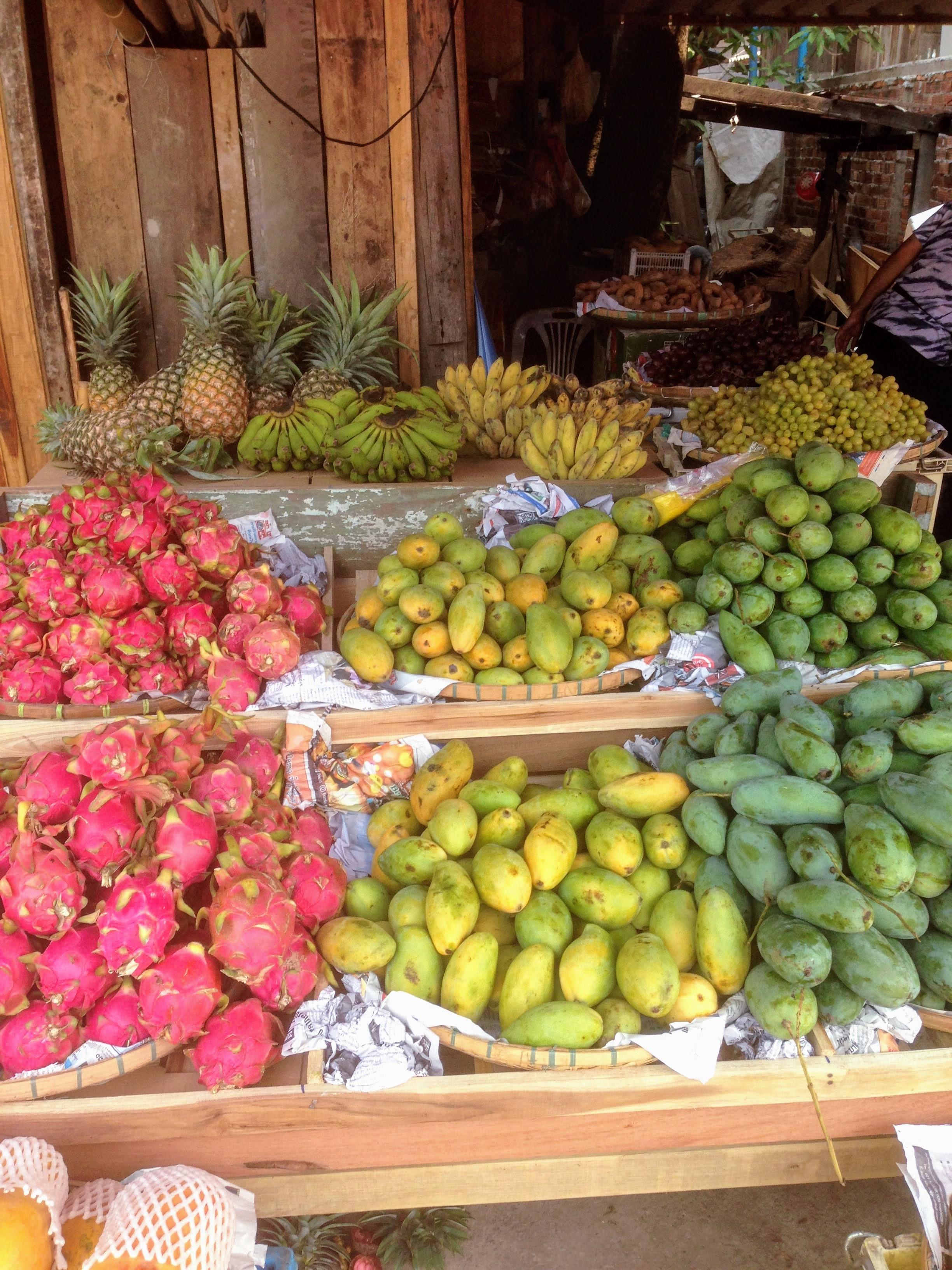fruit stall Luang Prabang Laos food guide cuisine