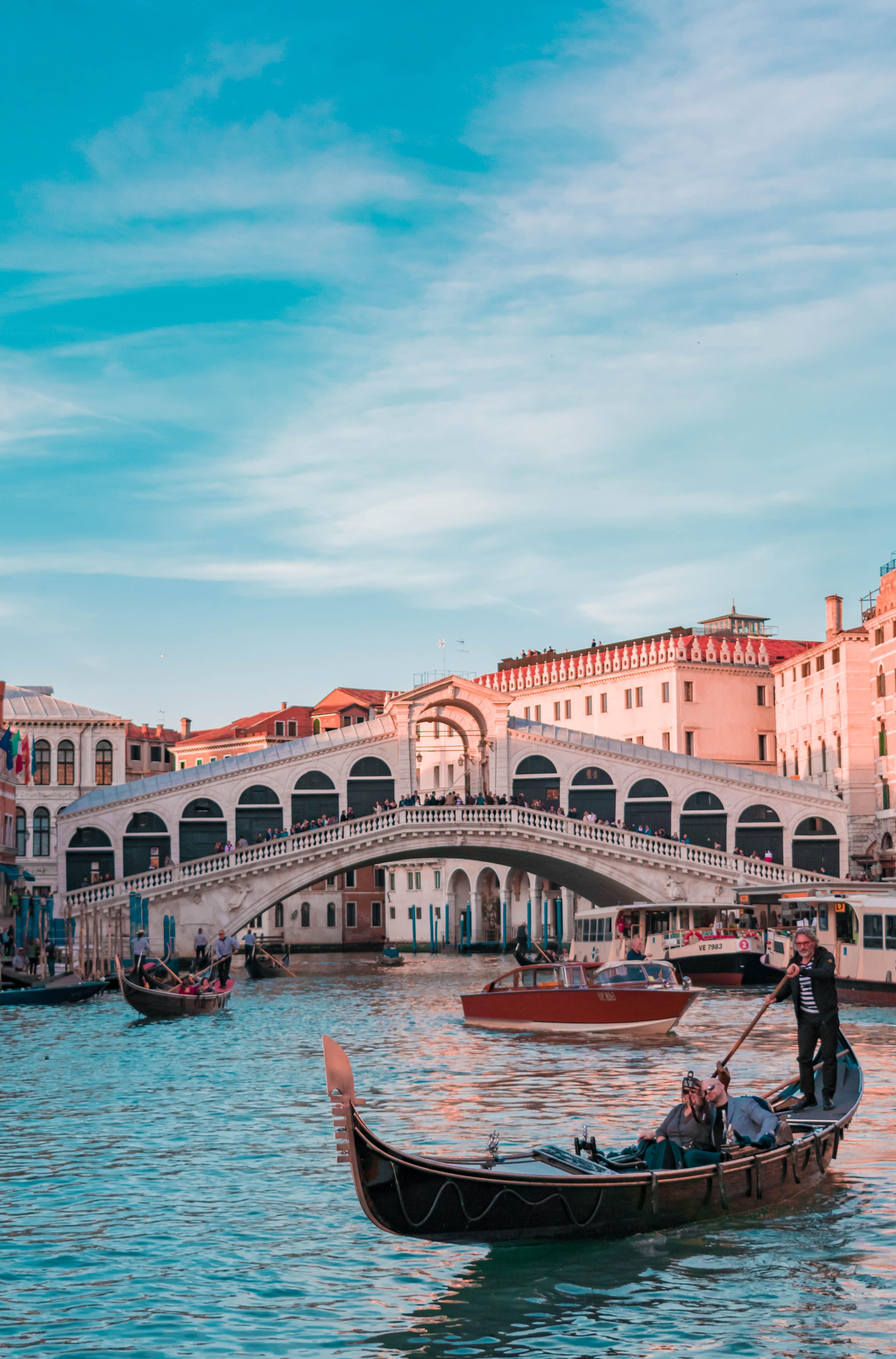 venice italy ponte rialto gondola chasing liberty
