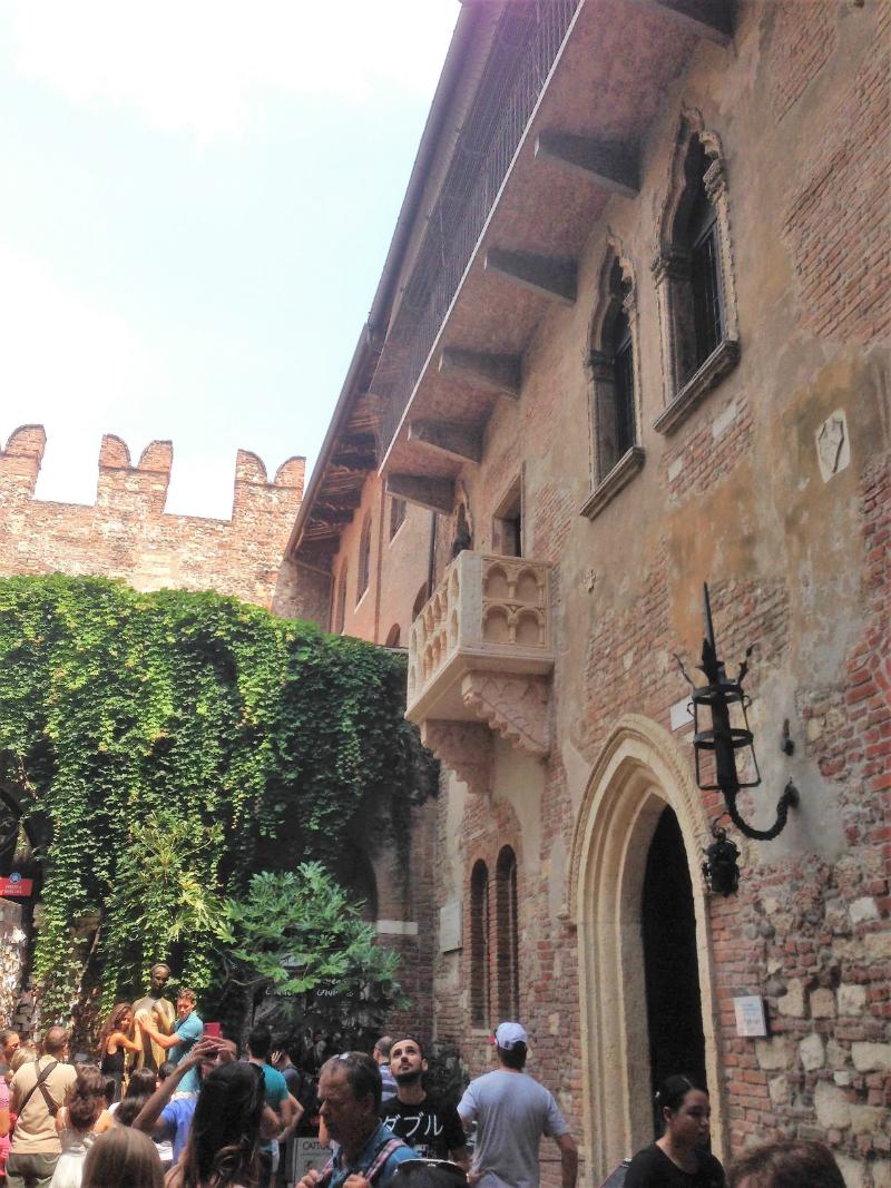 Juliet house balcony verona italy romeo shakespeare