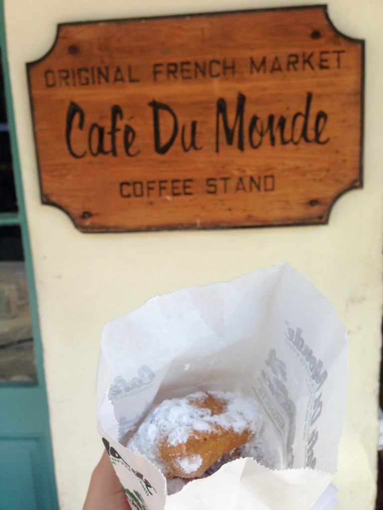 cafe du monde beignets New Orleans Louisiana USA southern food nola city guide food guide travel tips dessert