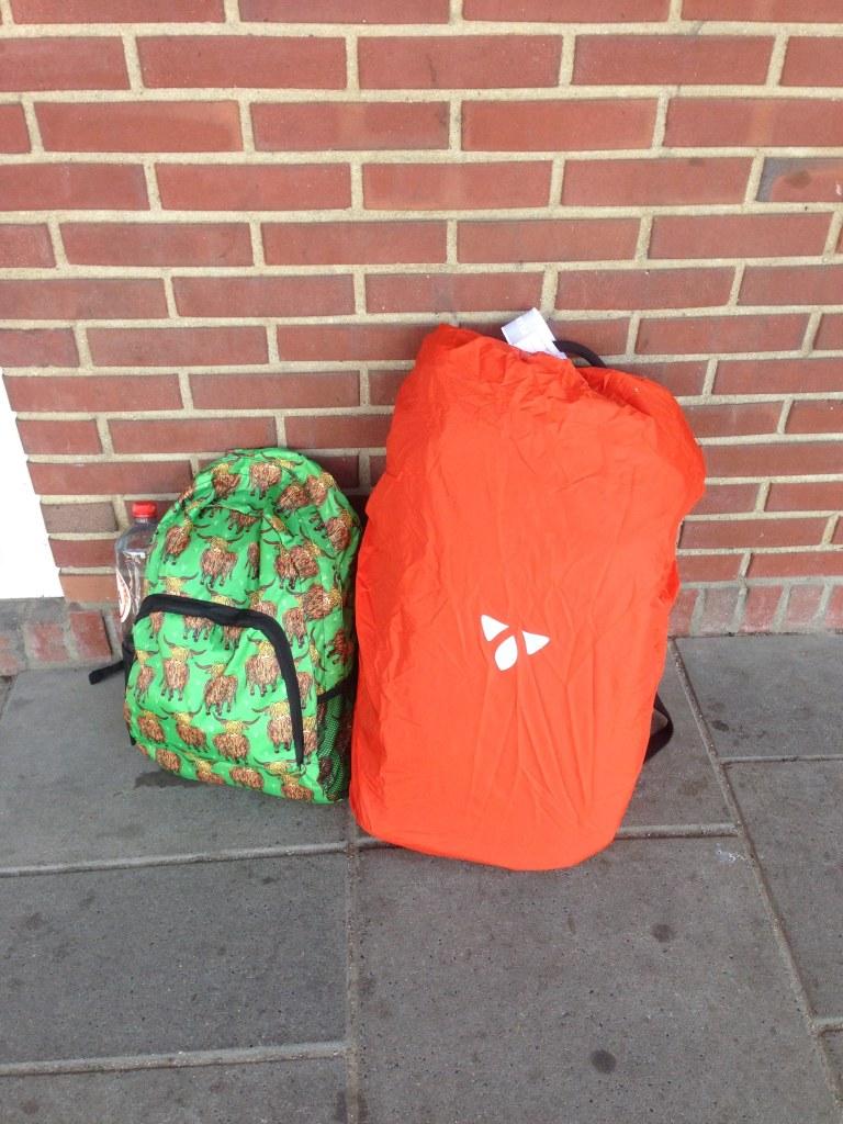 travel guide travel tips hostel dorm luggage backpacks