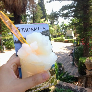 Italian cuisine food guide tavel guide food tips things to eat in Sicily traditional dishes Sicily Taormina granita